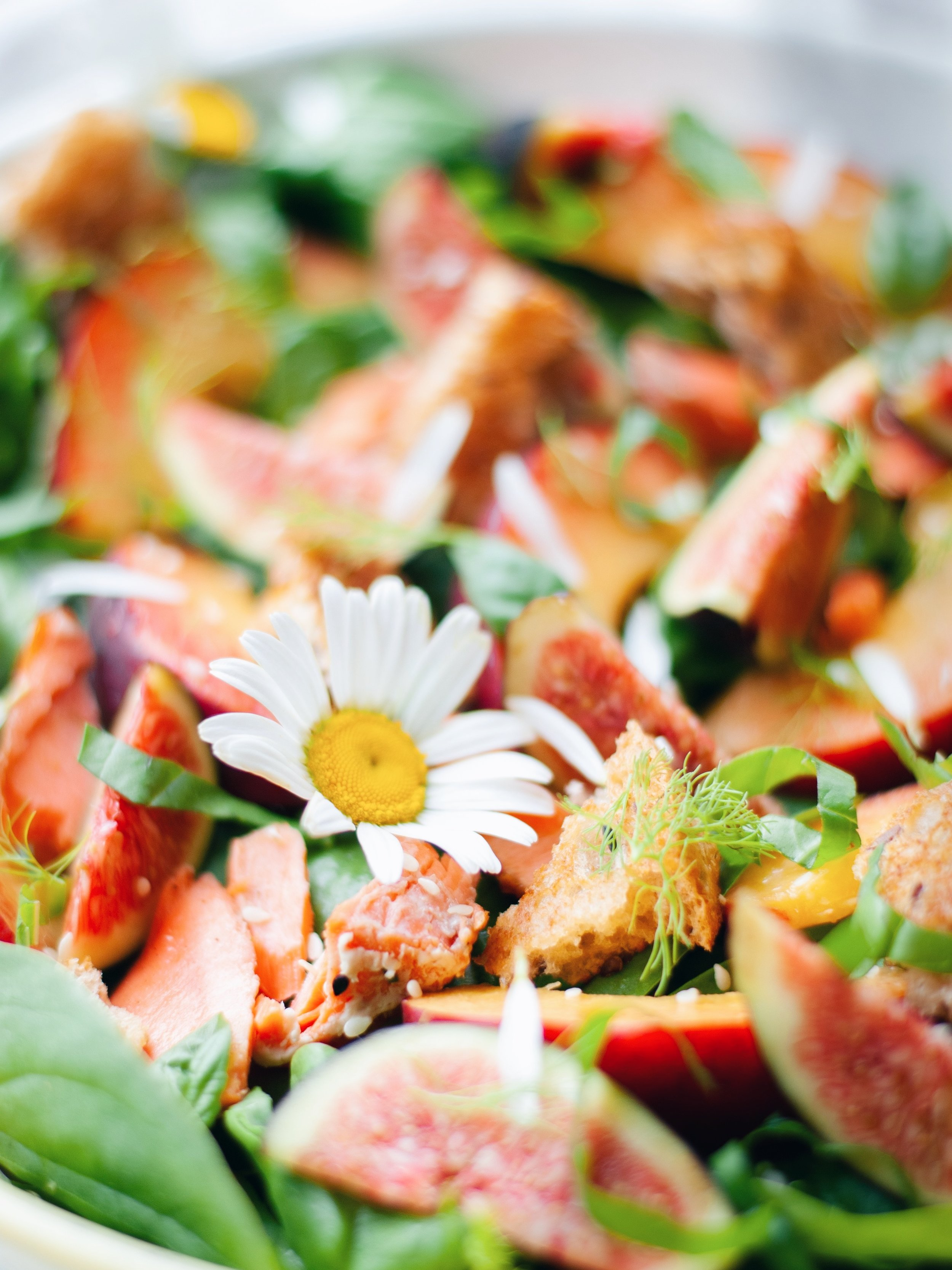 Summery Peach and Wild Salmon Panzanella Salad  - Foody First - This salads makes all my summer food dreams come true! #glutenfree #summersalad #peaches #panzanella