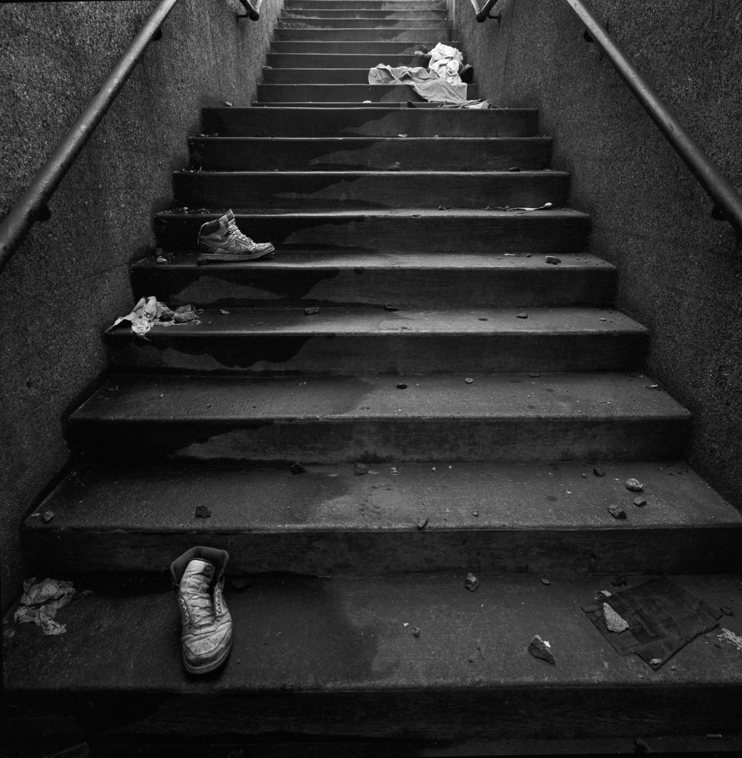Guym Shoes on Metra Stairs 1987.jpg