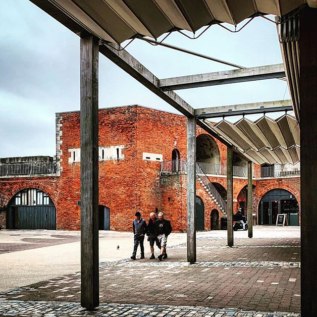 Seeing a job in Old Portsmouth. Great place to live in the medieval quarter. The converted arches of Point Barracks have revitalised the public space. Definitely makes me think I should join the artists working there.  #oldportsmouth #medievalarchitecture #regeneration #portsmouth #citywalls #brightonarchitect #gradeiilisted #publicspace #historicquarter #portsmoutharchitecture #architectatwork