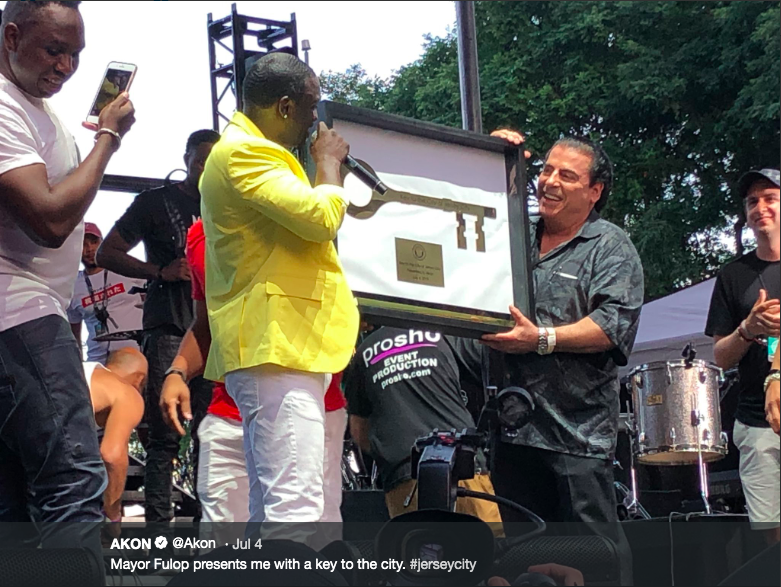 Akon receiving the key to Jersey City from the Mayor on July 4th, 2019. -