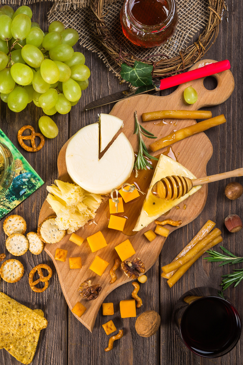 new-york-state-berry-growers-how-to-make-a-holiday-cheese-board-recipe.jpg