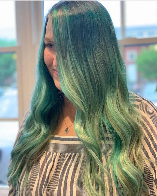 Leah, Oomph Babe OG, rocking some sea glass locks by Hillary 🧜♀️ But for real, look at that blend though with the contrast at the roots and some brilliantly light pieces around the face. 😍 Oh la la, la la, la la la la la laaaa. 💁🏼♀️ Hillary is a Level 5 stylist booking out about 8-10 weeks. Have we met? #oomphsalon #oomphbabeOG #wherethewildthingsare #nhstylist #bostonsalon #portlandme #hamptonbeach #unh #durhamdimes