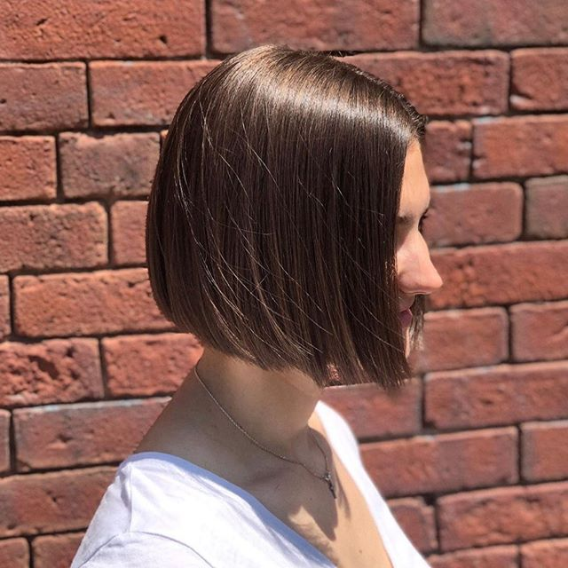 Breezy bob and clean lines for this #oomphbabe ✂️ by @maggiemsolomon one of our newest Level 1 Stylists.