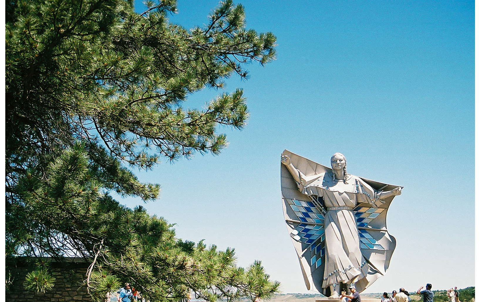 Dignity: Of Earth & Sky. Statue in Chamberlain, SD