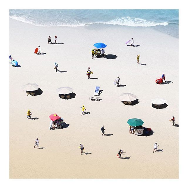 """The Walkers"" by #FelipeBedoya, a Colombian artist, shows the informal beach jobs in the Caribbean 🐟🐚🥥🍉 where he edits out the people in the beaches in Cartagena, 🇨🇴 leaving only the ones who live by this commerce. @felipe_bedoya"