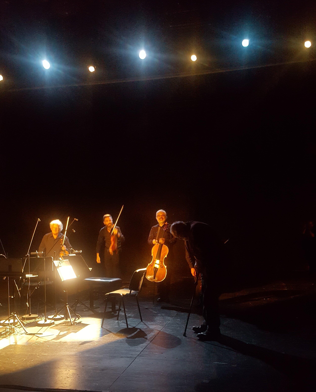 (niecały) Arditti Quartet i (kłaniający się) Phill Niblock