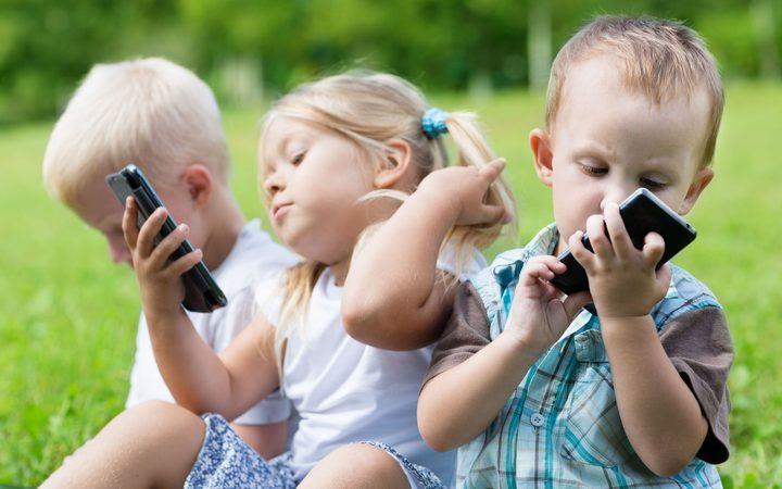 kids on phone.jpg