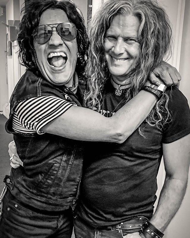 Connected for life, I suppose. It was a good thing at the Whiskey the other night. Fun by the bale! #bulletboys #marqtorien #gibson #lespaul #silverburst #friends #daddario #hollywood #whiskeyagogo #ufo #luff