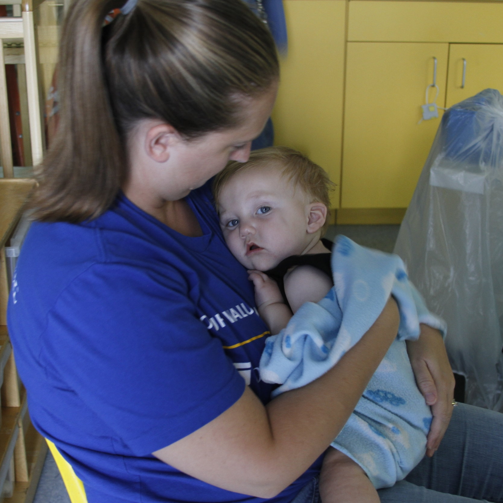 As a United Way Partner Agency, Ark welcomes volunteers on the United Way Day of Caring each September. Volunteers rock babies, play wth children, do maintenance projects and clean toys.