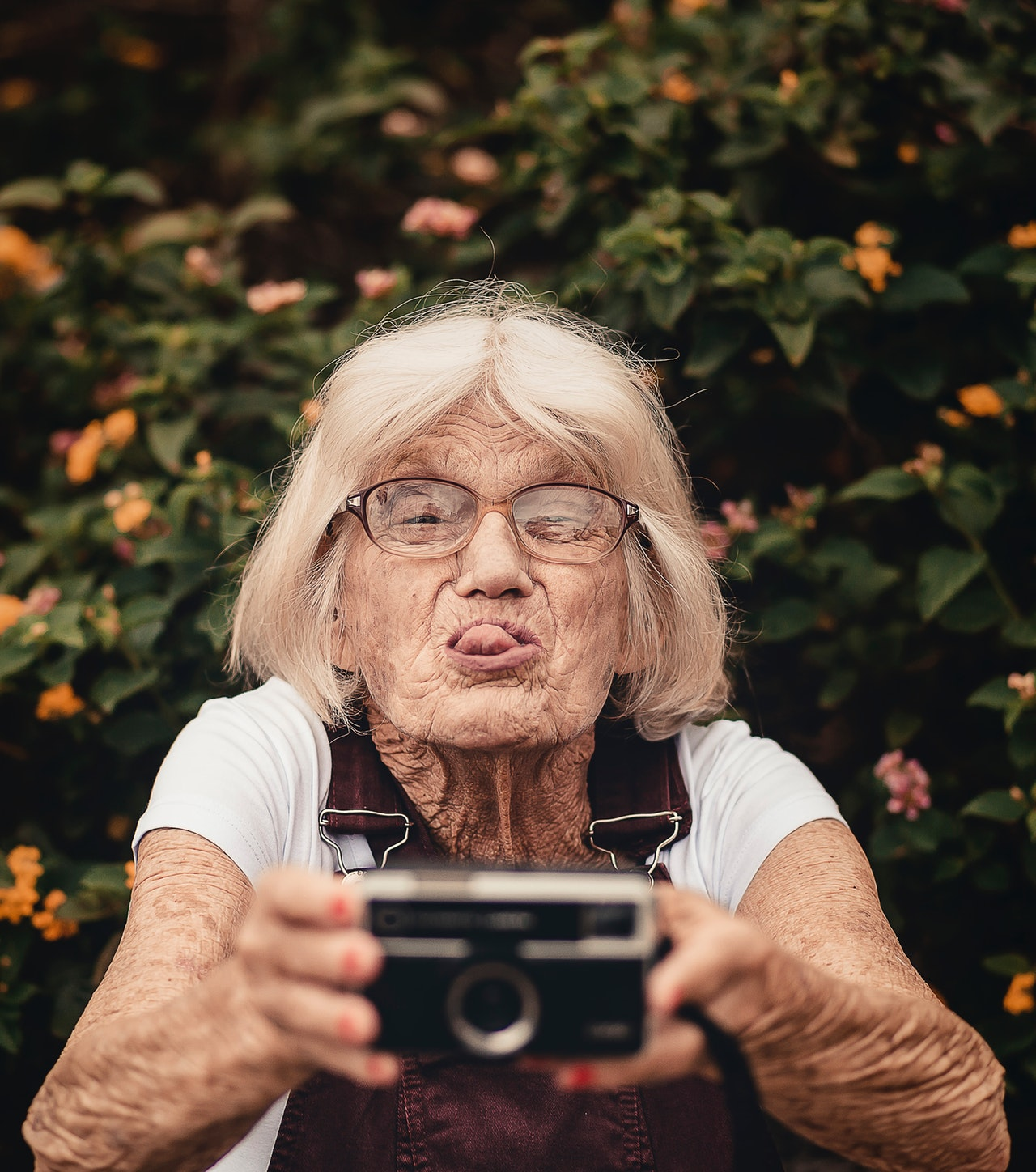 woman-taking-selfie-2050979.jpg