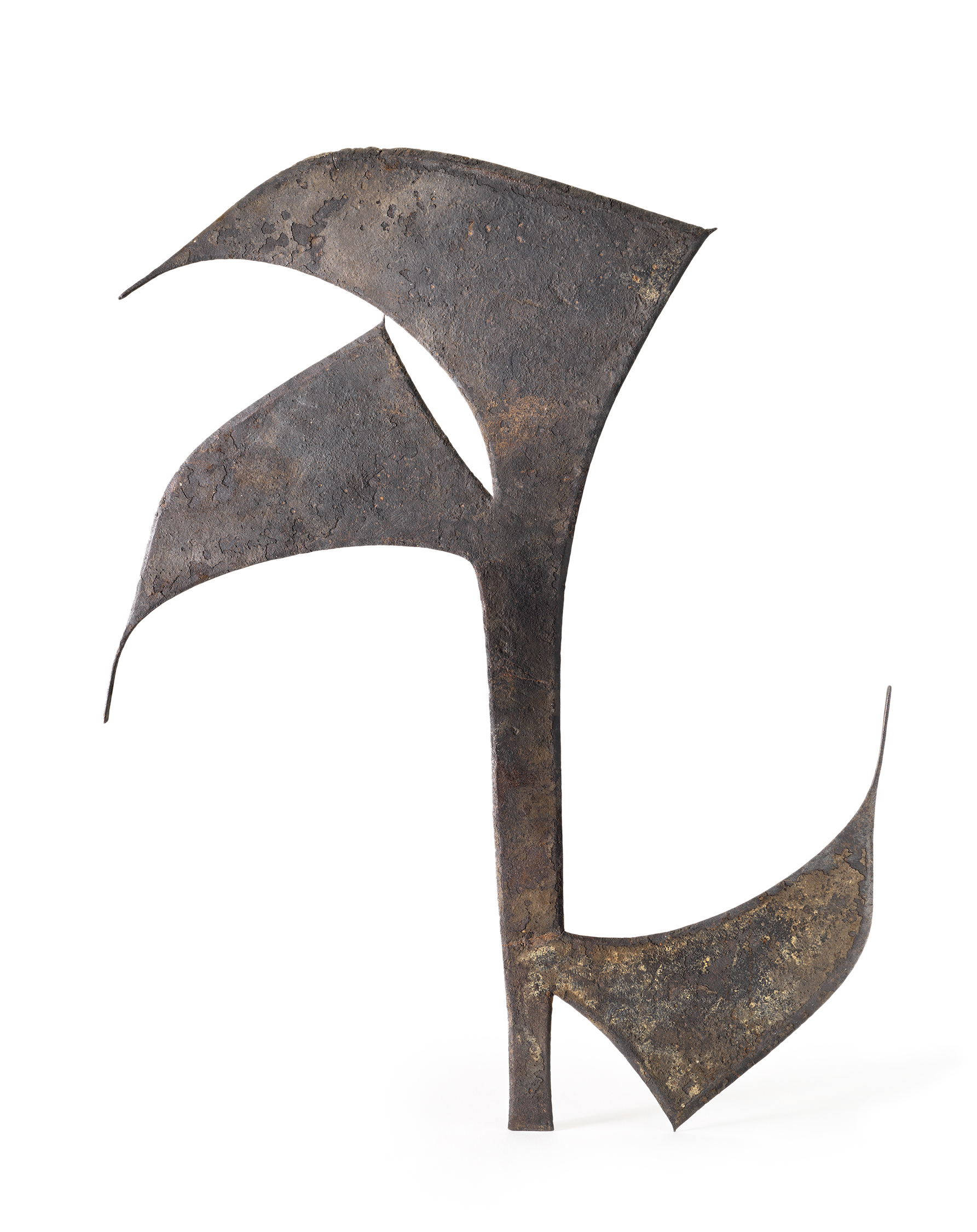Artist unknown (Nkutshu,Ndengese peoples, Democratic Republic of the Congo), throwing knife–shaped currency (oshele), 19th century, iron,H: 80.65 cm.Private collection.Image © Fowler Museum at UCLA. Photograph Don Cole, 2018