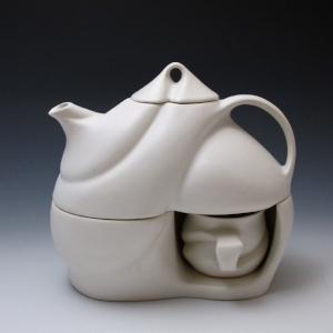 "Peter Saenger,  Tea for Two , 2014. Porcelain, 8.5"" × 9"" × 4.75"". Photo: Peter Saenger."