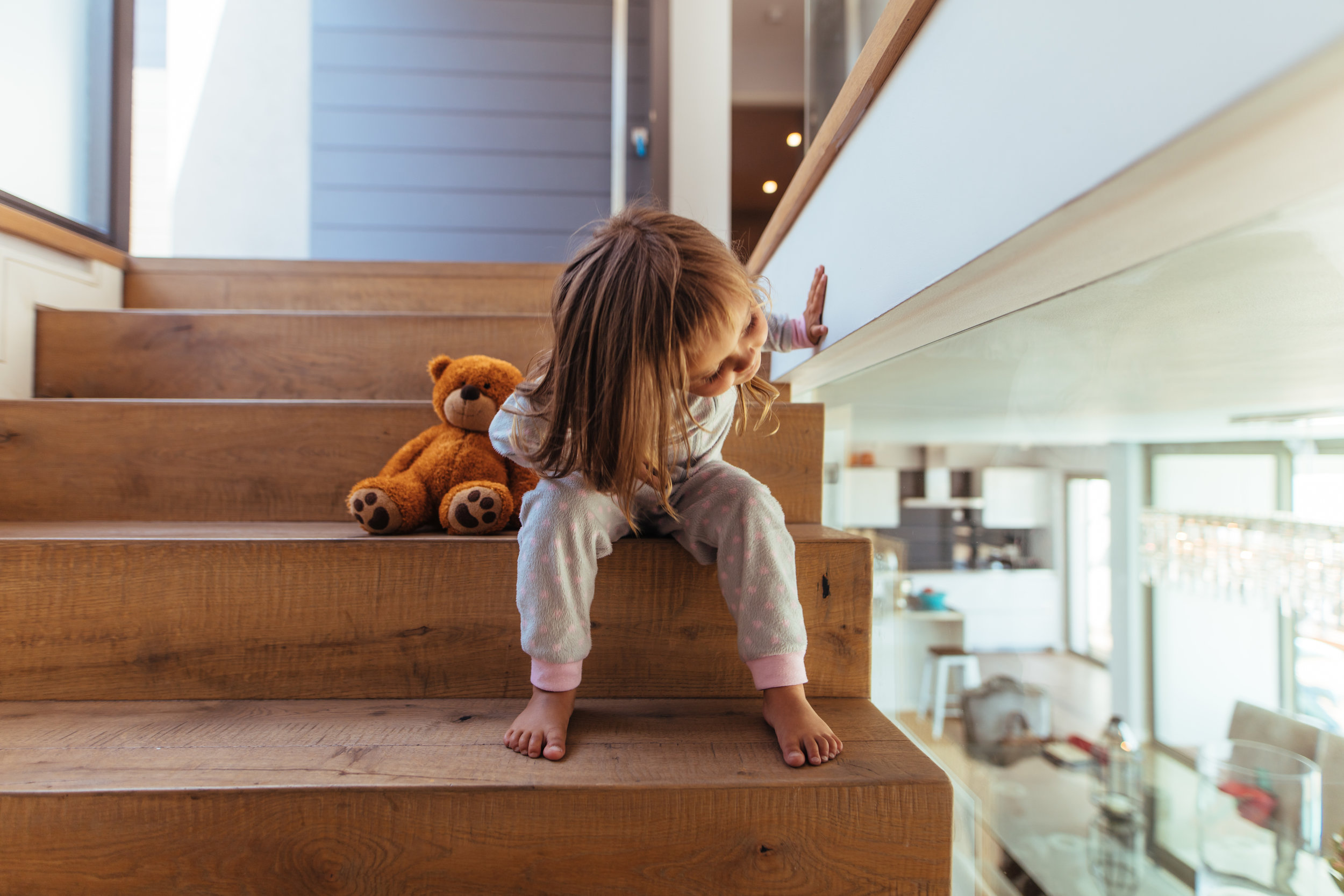 Little_girl_sitting_on_staircase_at_home.jpeg