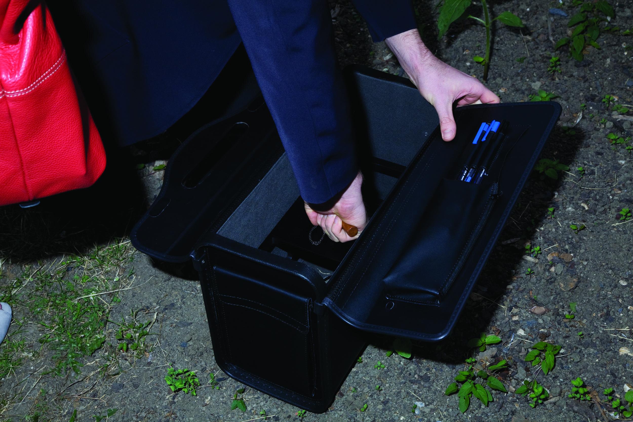 guerrillagardening_briefcase2.jpg