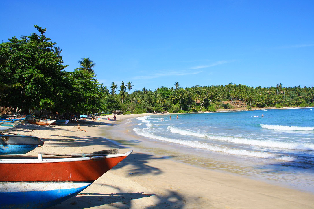 hiriketiya_bay_view_fishermen_boats_beach_sri_lanka.jpg