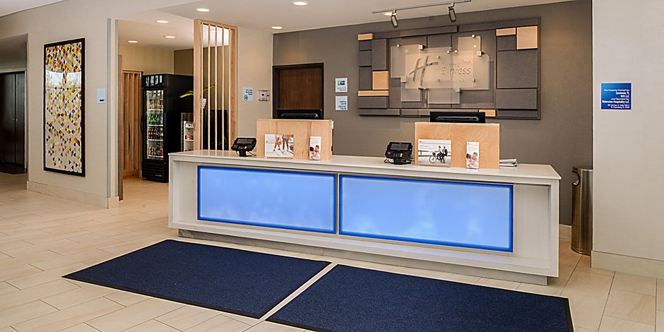 holiday-inn-express-and-suites-ruskin-5972104580-2x1.jpg