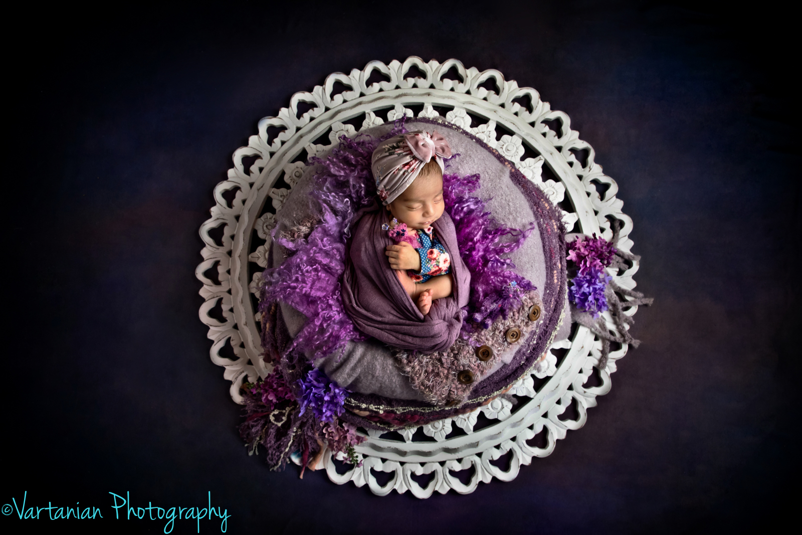 Newborn-photography-Vartanian-Photography-Northville-michigan-16.jpg