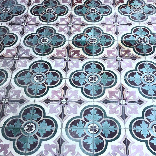 Green + Purple tones in a gorgeous rustic tile pattern.  Installed at the recent Dawes Point Project. . . #tiler#tiling#tiler#commercialtiling#patterndesign#pattern#surfacedesign#patternedtiles#tile#tiledesign#heritagearchitecture#surfacetilessydney#design#architecture#outdoorliving#build#commercialfitout#sydneytiler#dawespoint#sydney #purplegreen #rusticdecor
