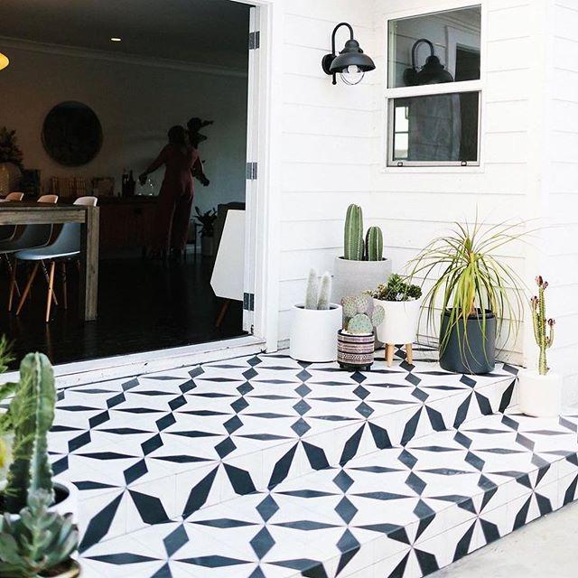 Enjoy the weekend tile lovers with this gorgeous patterned floor from @cletile . . . . . . . #tiling #instaluxe #blackandwhite #outdoordesign #backyarddesign #patterndesign #printpattern #surfacedesign #balconydecor #patiodecor #plants #whiteweatherboard #hamptons #design #landscapedesign #tiler #sydneytiler #commercialtiling #renovation #tiles #tileaddiction #tilelove #tiled #surfacetilessydney