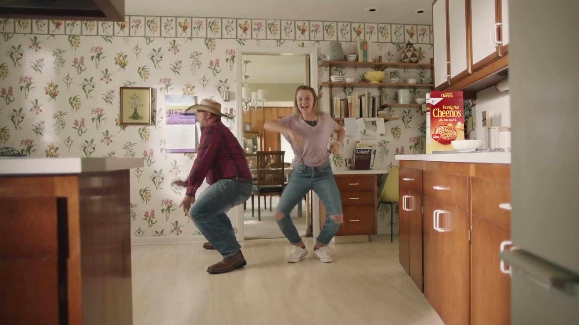 Cheerios_DancingDads_4.jpg