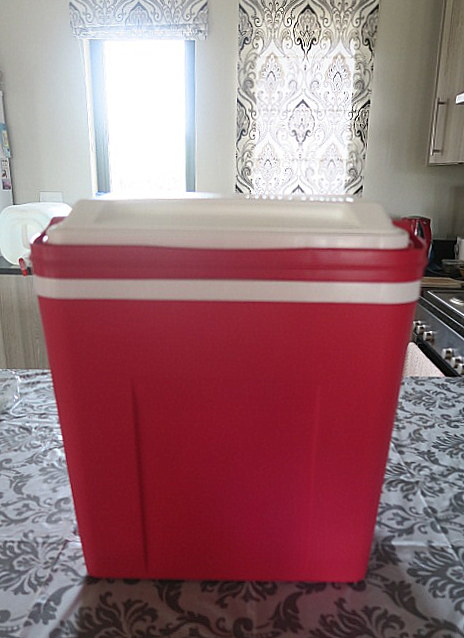 Hot pink cooler-box washing machine.
