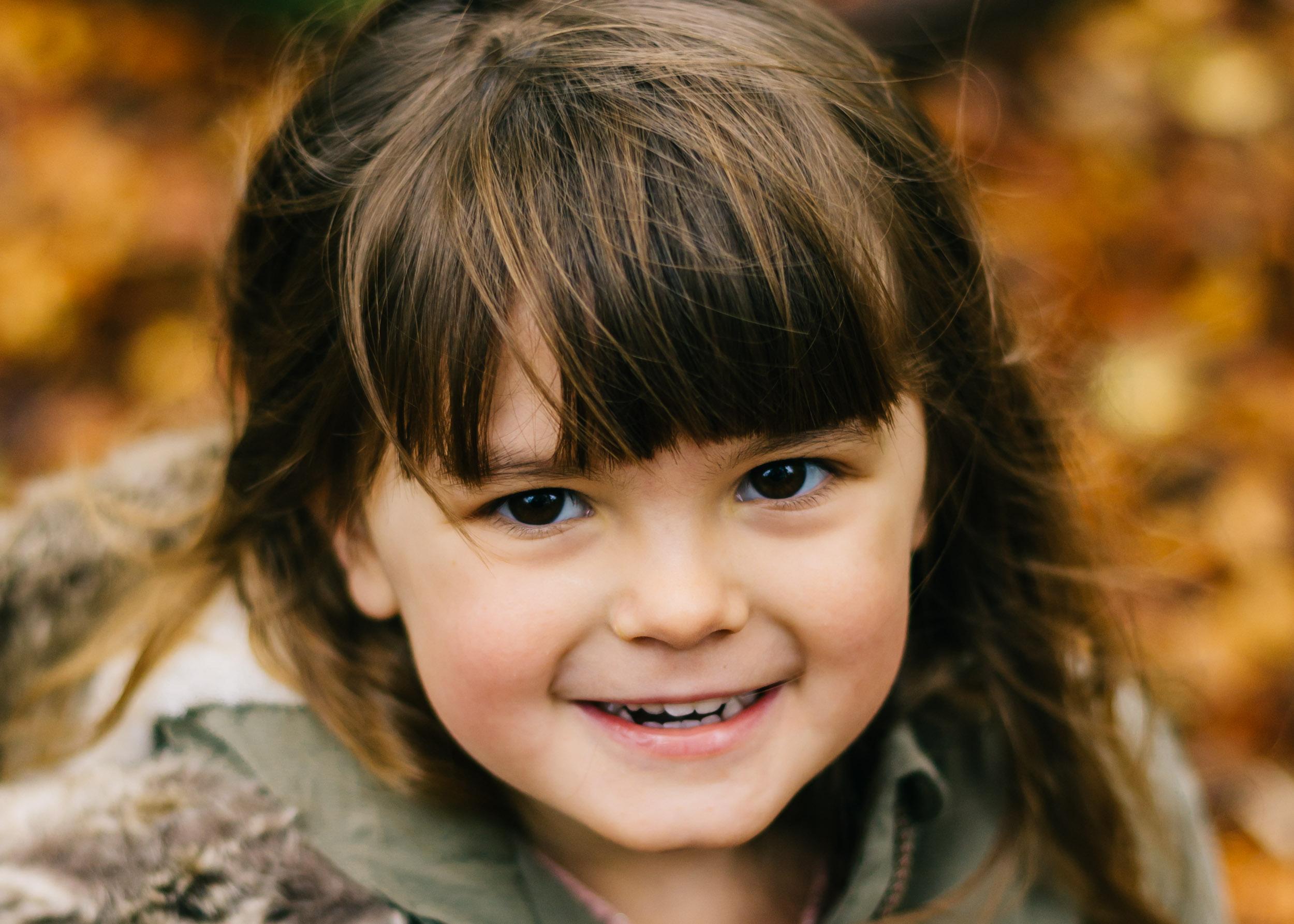 autumn mini child portrait autumn mini session, lancashire Towneley Park1
