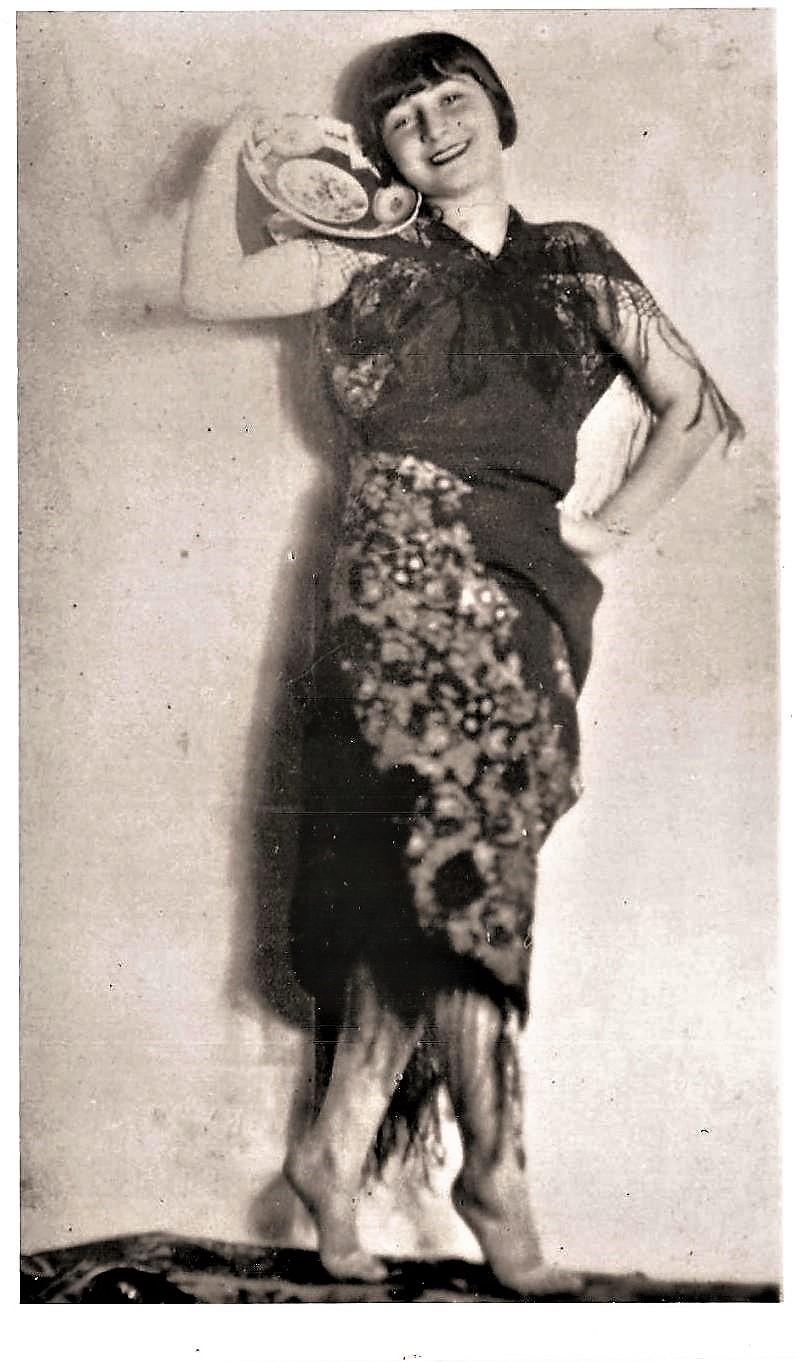 Hala Kaplan - Purim  - 1927.jpg