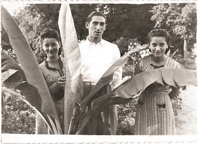 L. to R: Fredza (née Kaplan) Garelick, Max Garelik and Lily Kaplan