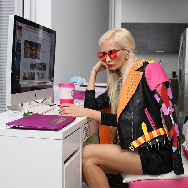 Back to work or back to shopping on POPPRI? 👄  #shoppingonline #shoppingaddict #poppri #fashion #auctions