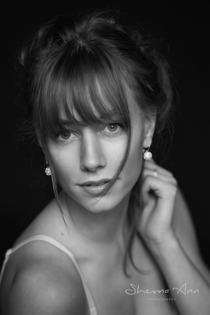 pretty_woman_BW_portrait_Sheona-Ann-photography-AA_BW (1 of 1).jpg