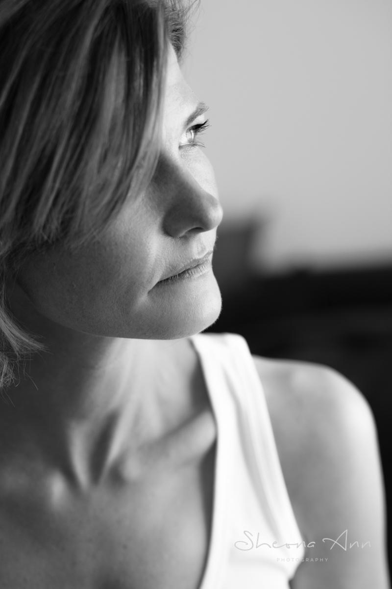 Beautiful_woman_B&W_profile_portrait_Sheona-Ann-photography (1 of 1).jpg