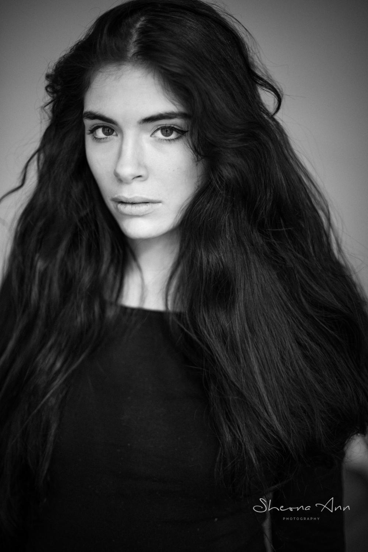 stunning_brunette_cat-Eyes_portrait_bw_Sheona-Ann-Photography (11 of 22).jpg