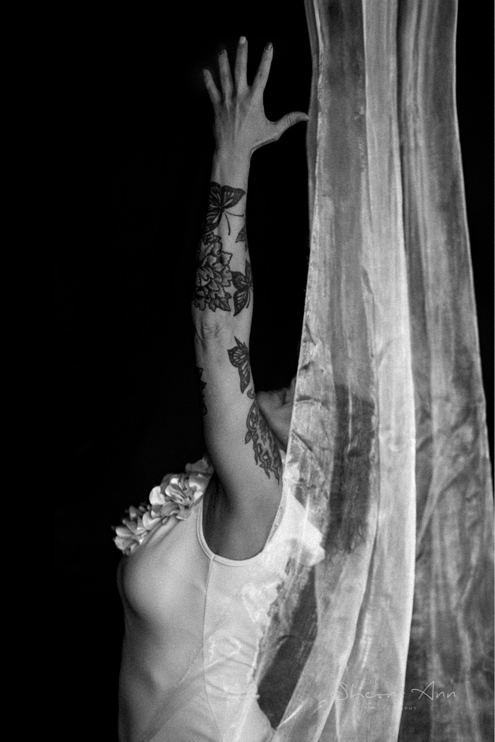 Vanessa-yoga-bw-Sheona-Ann-Photography (13 of 41).jpg