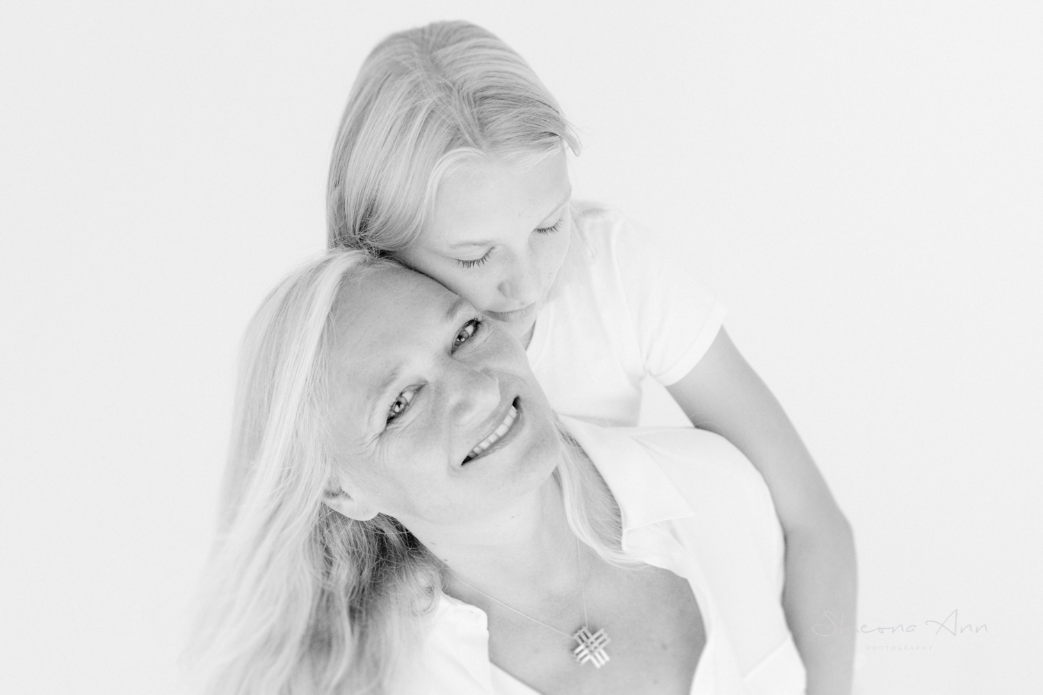 Mother-and-daughter-bw-summer-highkey-portrait-SheonaAnnPhotography (1 of 1).jpg