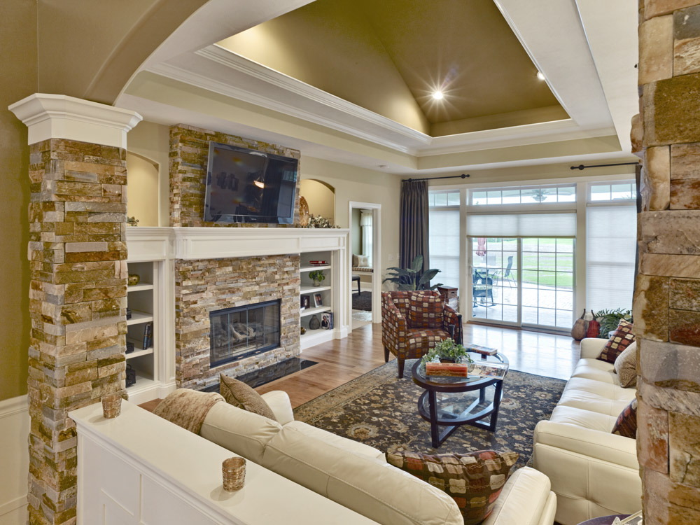 Mallards Landing 405 Family Room.jpg