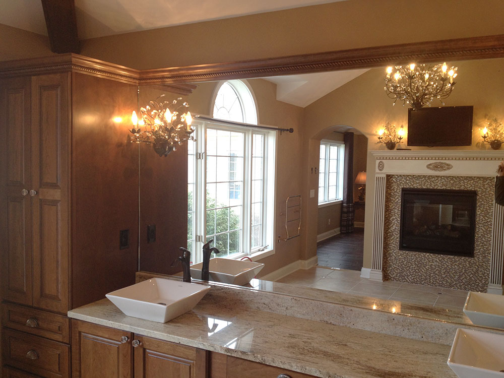 Master-bath-and-vanity-mirror.jpg