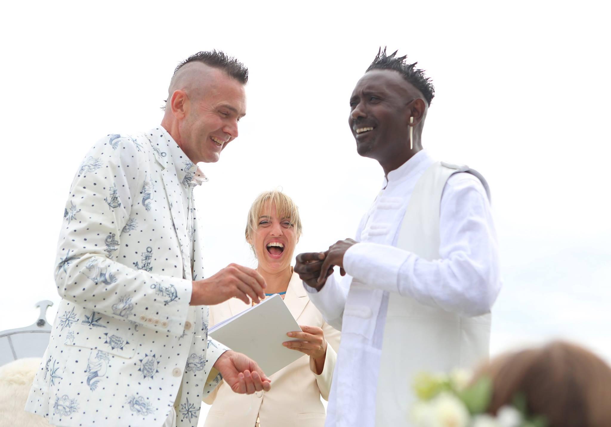 Tiu de Haan_ceremonies_wedding_laughter