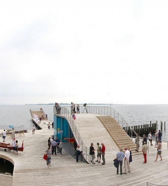 - In Denemarken wordt veel contact gezocht met het water.