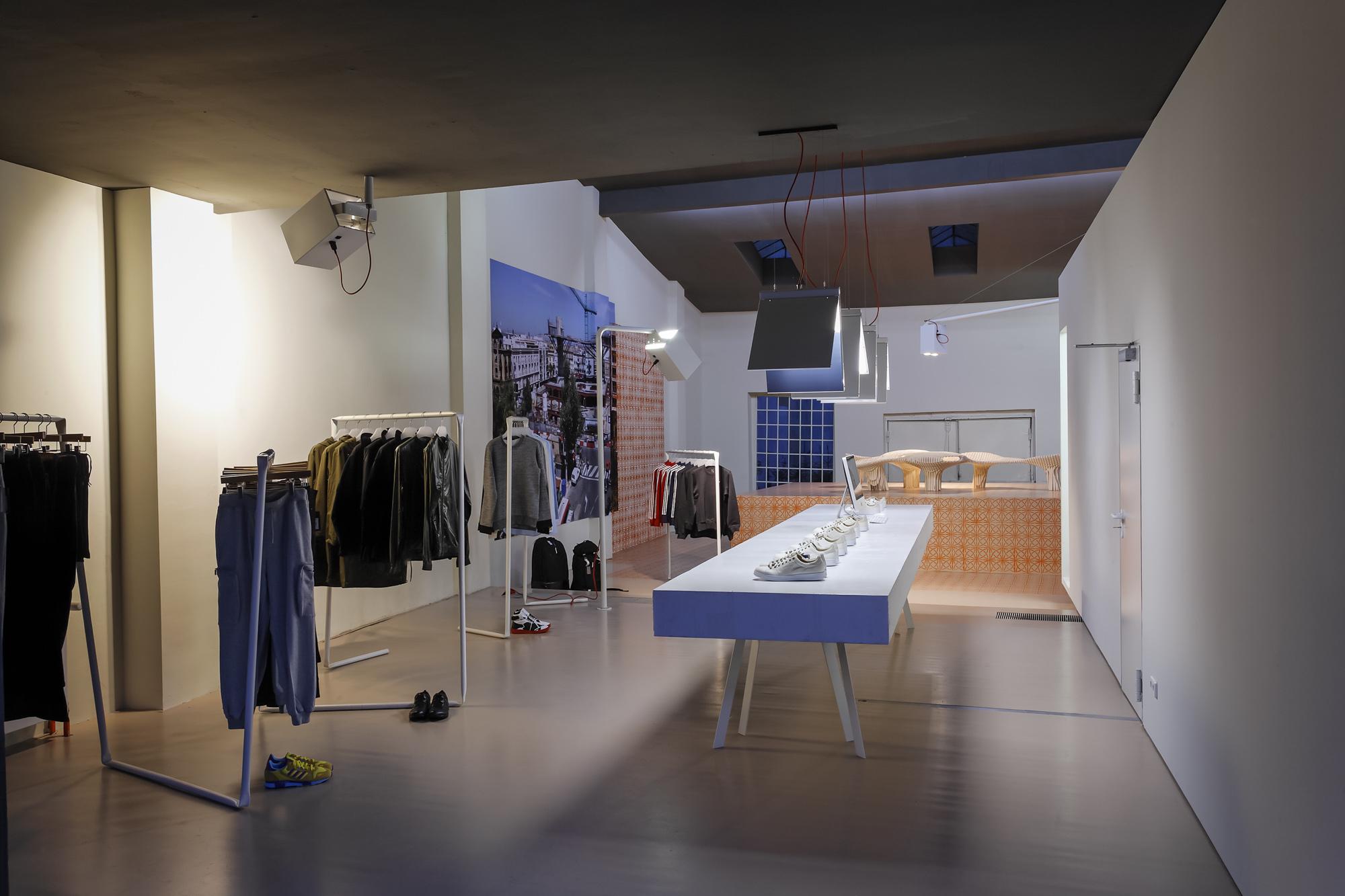 Adidas Icon Store No. 74 008.jpg