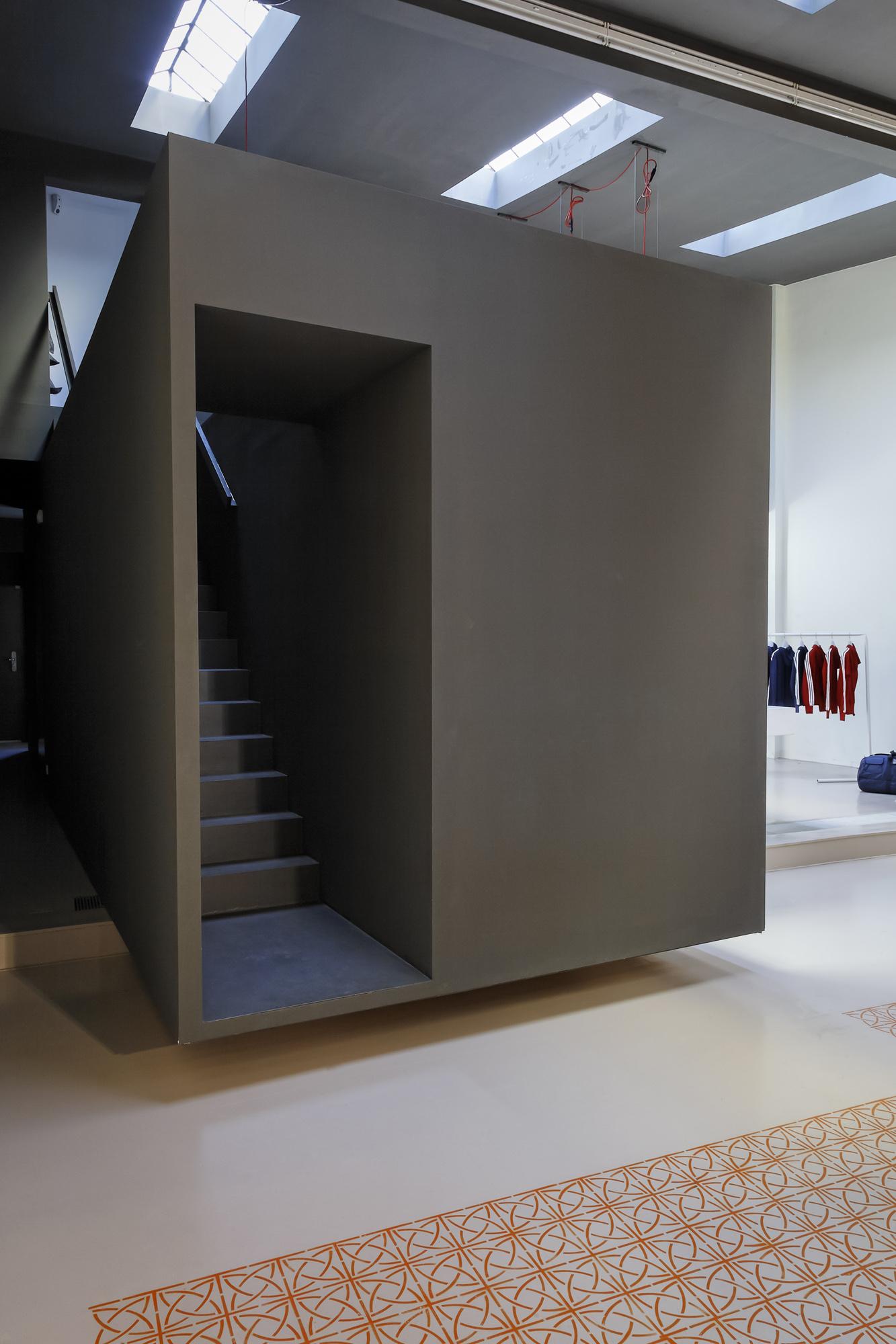Adidas Icon Store No. 74 014.jpg