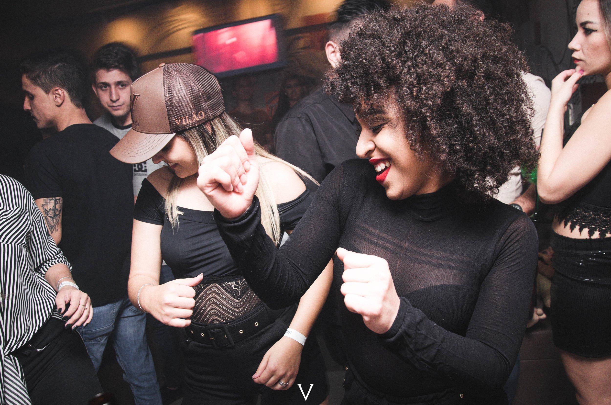 crowd-dancing-fashion-1304472.jpg
