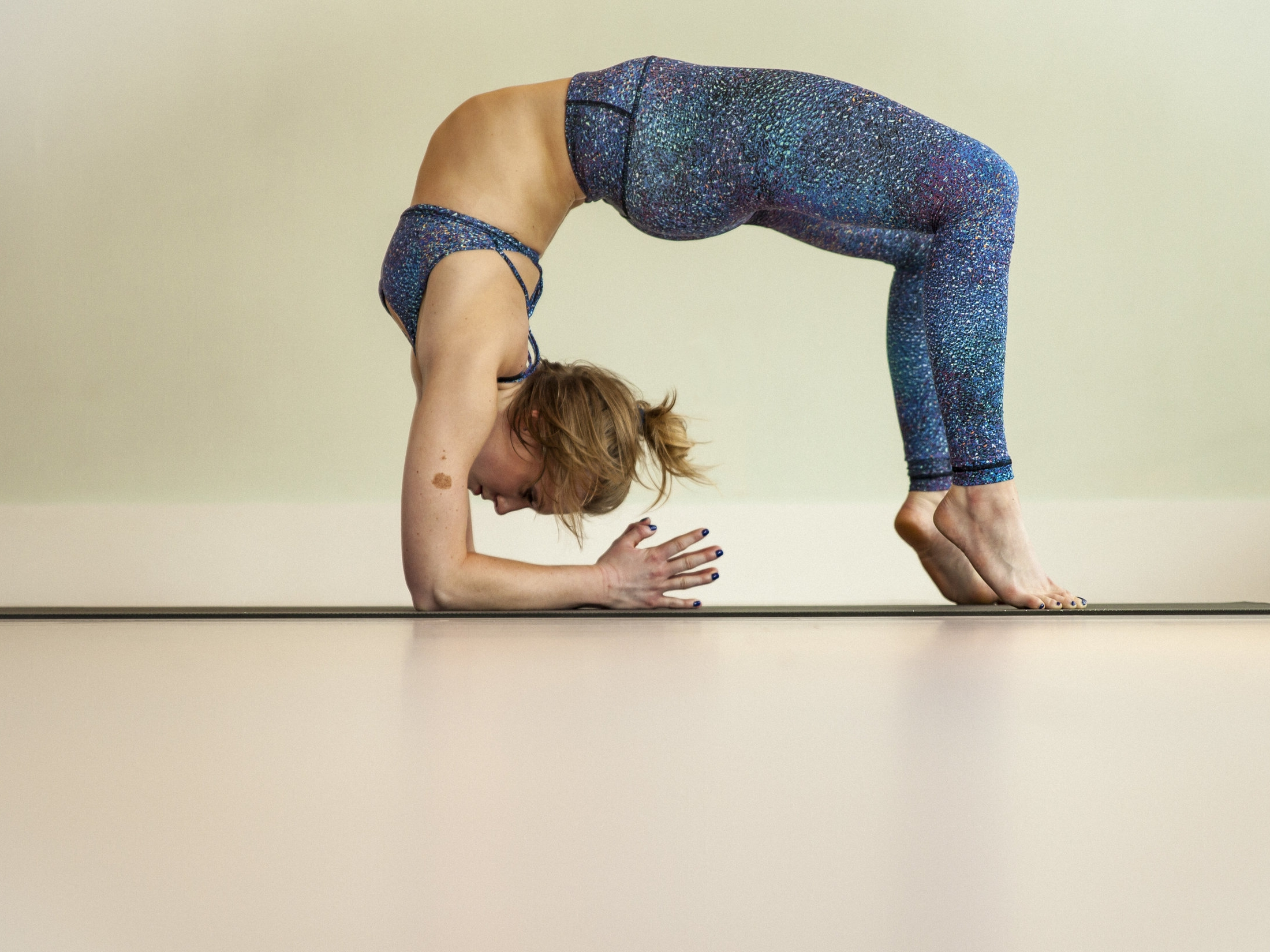Really to Flow withDesirae Pierce - This 60 minute Power Vinyasa class flows through sun salutations, warriors, standing balancing poses, backbends and hips.Length: 60 minutesCost: $7.99