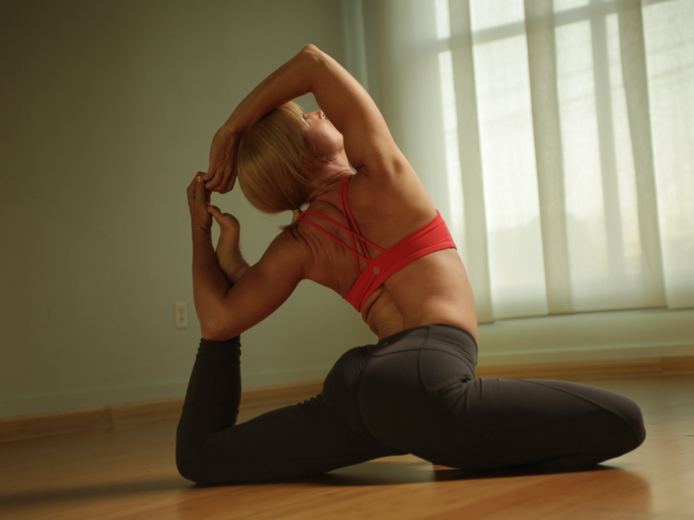 Desirae's Personal Practice - When I only have 45 minutes to practice, this is it. Come flow with me in this Power Vinyasa personal practice.Length: 45 minutesCost: $7.99
