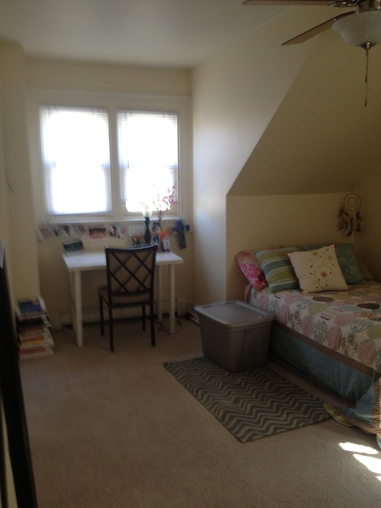 1429E bedroom.JPG