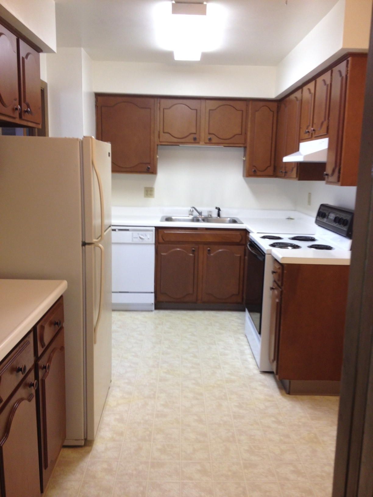 3939 805 kitchen.JPG
