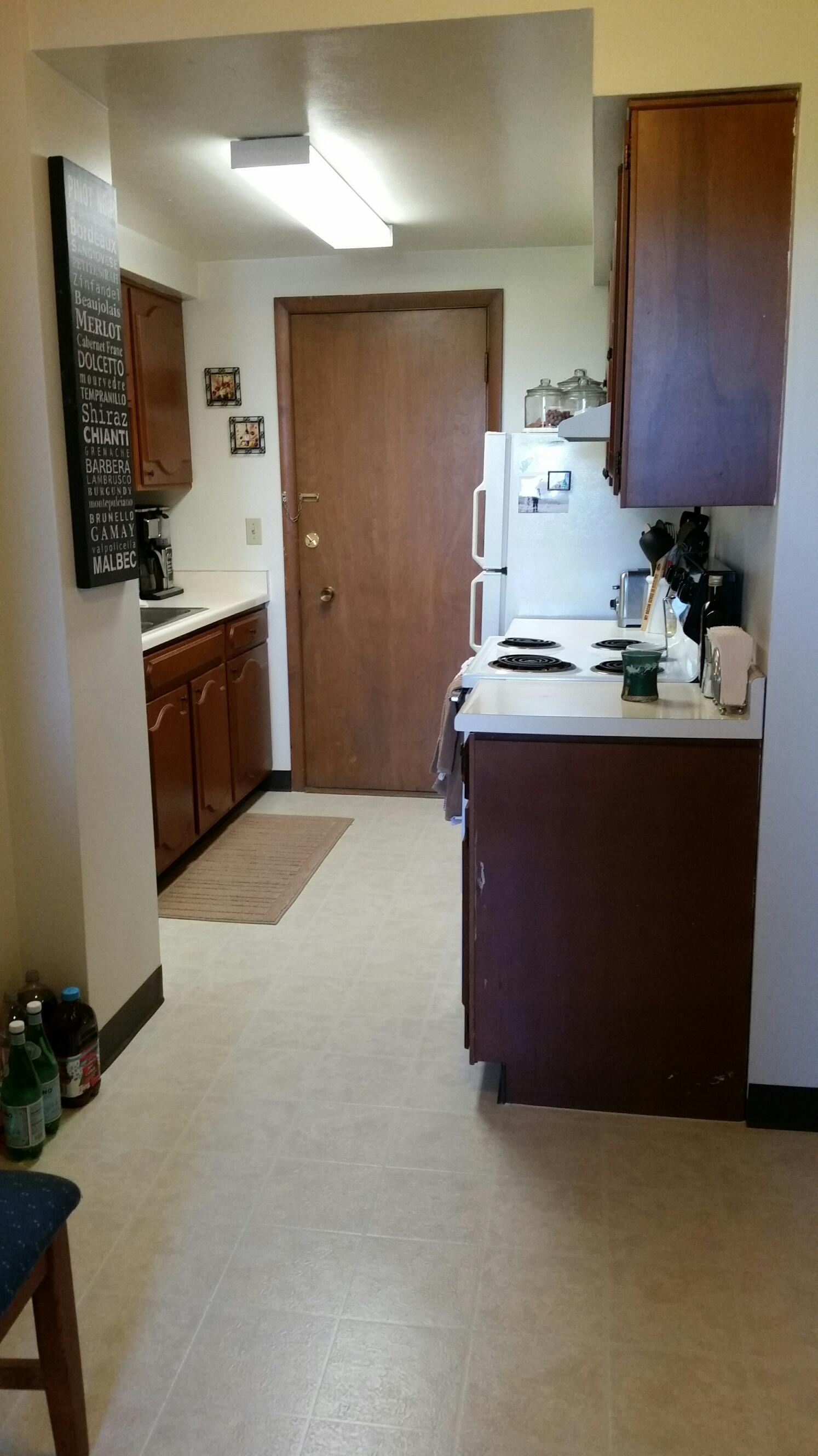 3939 402 kitchen.jpg