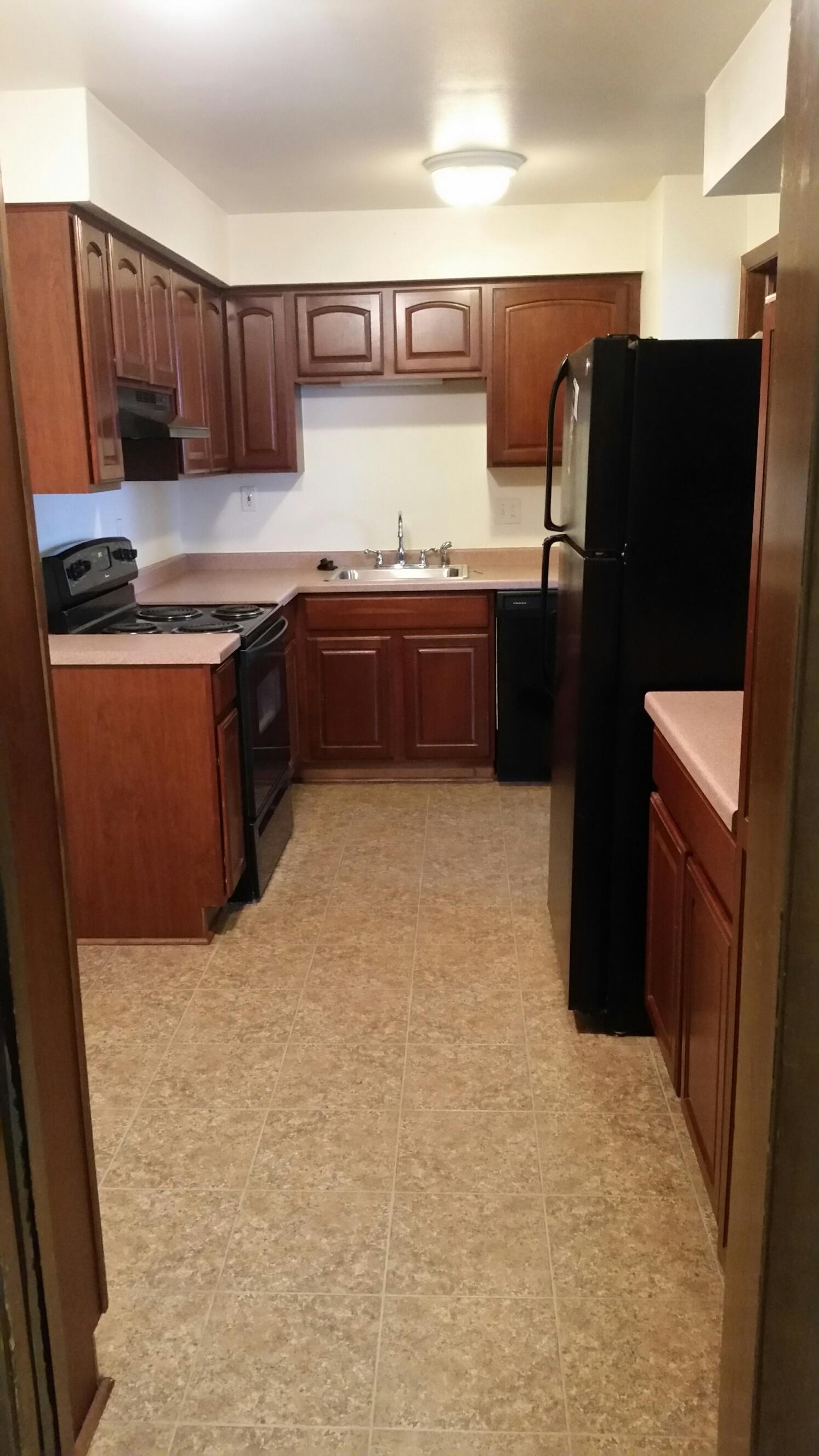 3939-606 kitchen.jpg