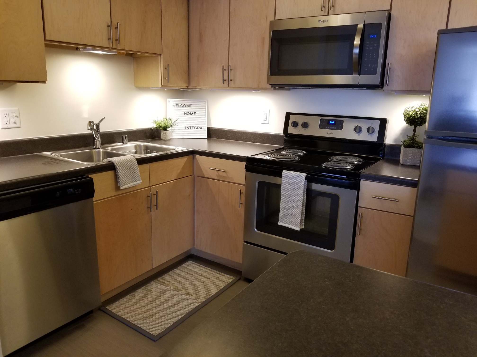 3939-805 kitchen 2.jpg