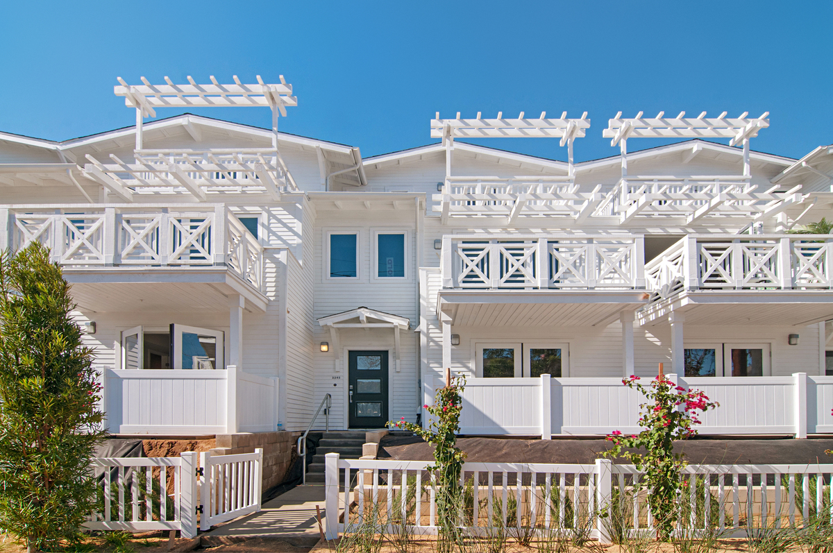 Village 201 by the Sea Carlsbad, CA - 14 luxury townhomes, ranging from 1,705 to 2,232 sq. ft., 2 & 3 bd., 2.5 ba.