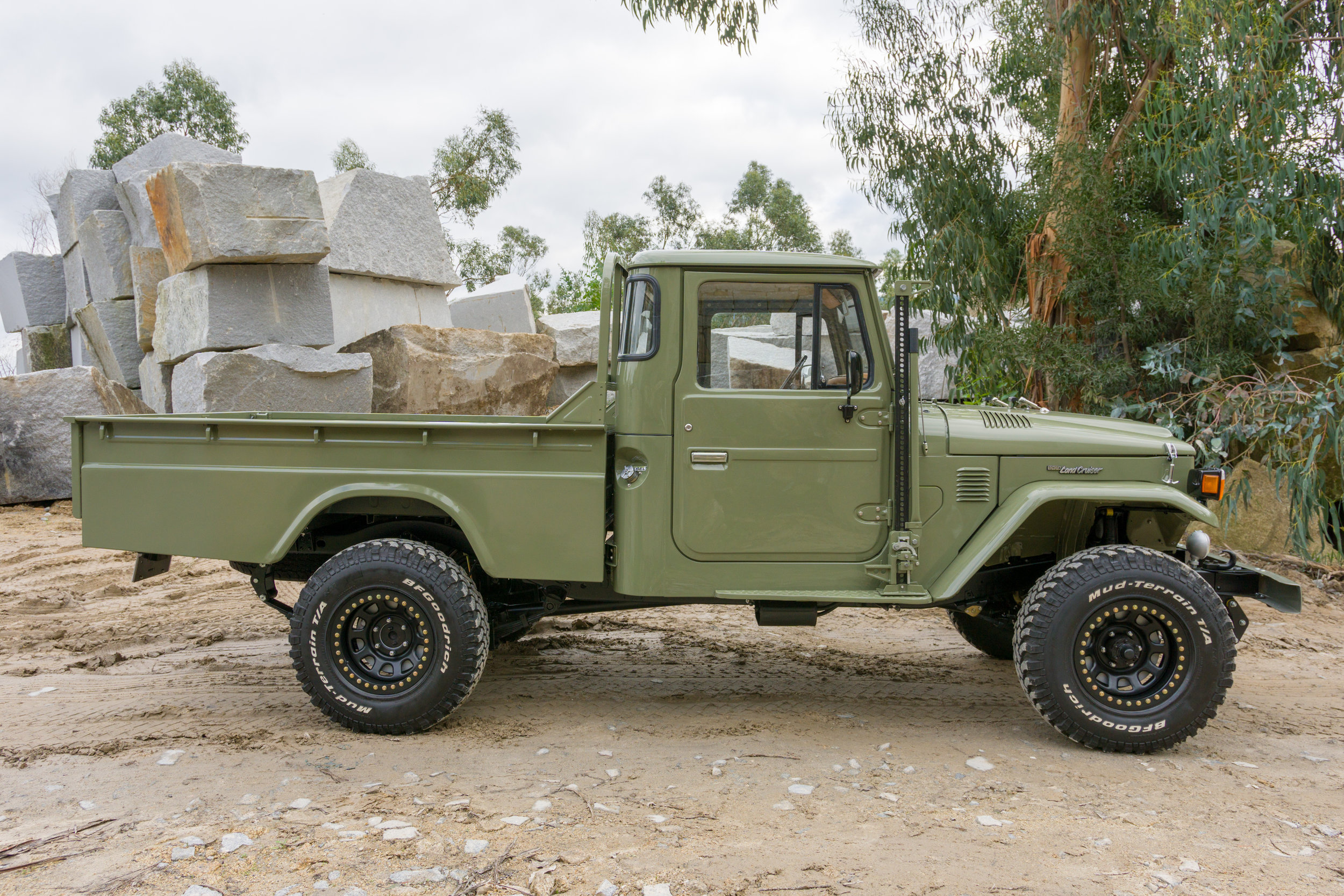 LegacyOverland_1978_ToyotaLandCruiser_HJ45_pick-up_quarry_8.jpg